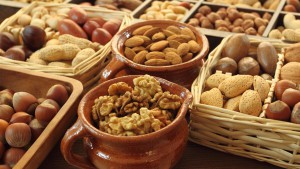 Food-nuts-almond-walnut-acorn-basket-pots_2560x1440